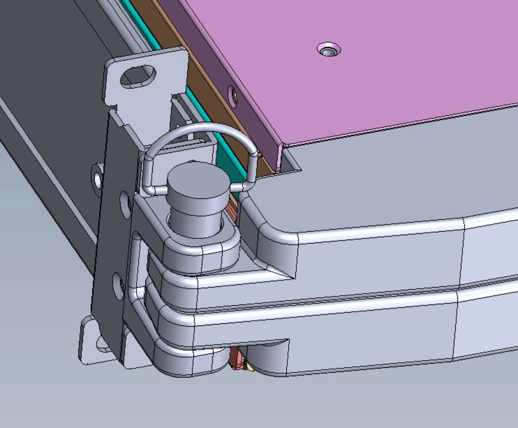 Narrow clasp assembly for dual-rack monitor